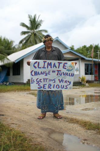 Tuvalu: Sinking Paradise